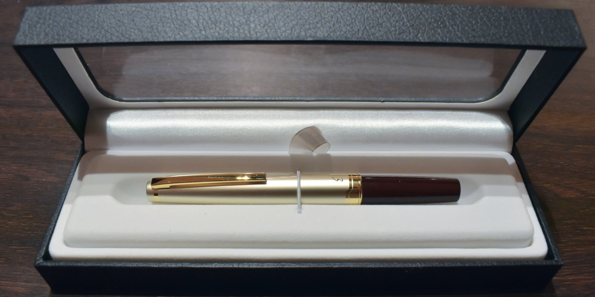 Pilot E95s boxed; the Vanishing Point comes in the same box